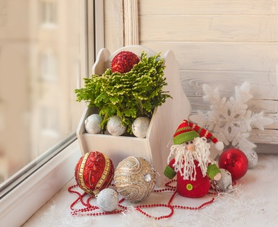 5 Holiday Decor Ideas for Sarasota Windows