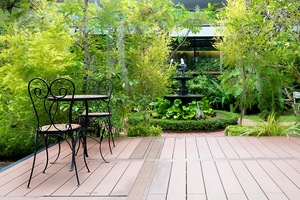 4 Ways to Dress Up Your Deck