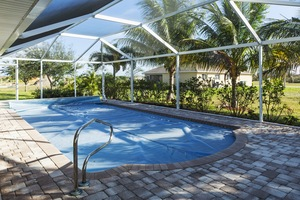 What to Look for in a Pool Enclosure Professional