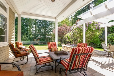 Top 4 Differences Between Decks and Patios
